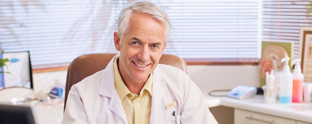 مطب شما، نشانه شخصیت شماست | مطب | مطب پزشکان در برابر ارزیابی و سنجش هر بیمار قرار میگیرد. ساختار ، رنگ ها، تجهیزات و جوی که در محیط ایجاد میکنند در مطب برای یک بیمار به اندازه ی نظم و ترتیب موجود، امنیت و فضای خوشایند، رفتار پسندیده ی کادر پذیرش و پزشک مهم است. اگر شما بتوانید جذابیت های لازم را در بدنه مطب خود ایجاد نمایید بیمار نسبت به شما خوشبین تر خواهد شد. در ابتدا این ظاهر مرکز شماست که میتواند باعث شود بیمار با یک روحیه ی خوب و مطمئن وارد مرکز شما شود و فرآیند درمان خودش را شروع کند. یا اینکه دلش بخواهد هرچه سریع تر از آنجا خارج شود و احساس نا امنی و بدی را تجربه کند. و با یک روحیه تضعیف شده وارد اتاق شما شود و شما را ارزیابی کند.